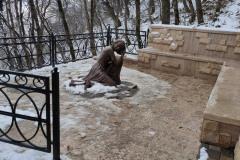 Новый памятник на подъёме от грота Лермонтова до Эоловой арфы.