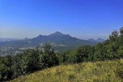 Вид на Бештау с горы Машук